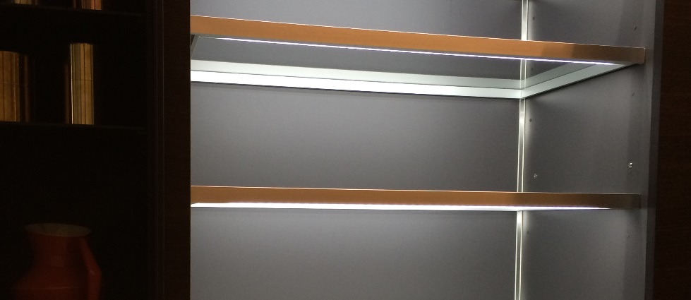 Strike - Glass shelves